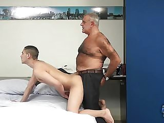 Daddy Bear Drills a Twink