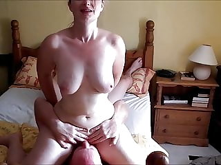 32yo British Ex-GF - cleaning out her holes