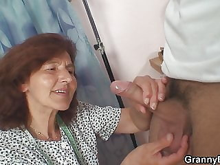 He drills her hairy old pussy on the floor