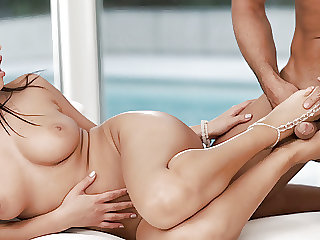 Amazingly well shaped Alyssia Kent pulls some feet magic