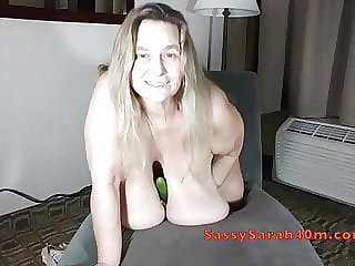 Sarah 40m cucumbers her fat pussy