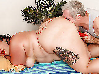 Giving BBW Calista Roxxx the Best Massage of Her Life