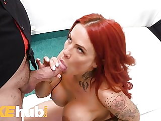 Fake Agent Big tits Jennifer Keelings gets a facial