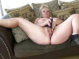 Curvy mature aunt fucks her hungry old cunt