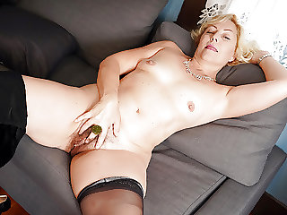 American granny Justine rubs her hairy pussy