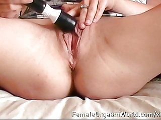 Paige Fox Maturbates To Satisfying Pulsing Orgasm Up Close