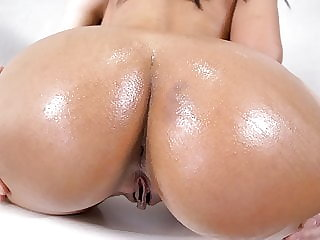 Alina Belle Has Epic Round ASS