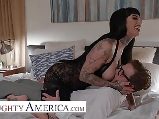 Naughty America -Jessie Lee's fuck's her neighbor