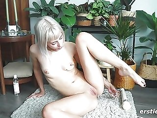Amateur Babe Plays With Her Perfect Shaved Pussy