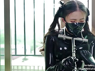 Cute latex girl does metal bondage and breathplay
