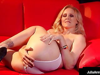 Stripper Cougar Julia Ann Finger Fucks Her Beautiful Twat!