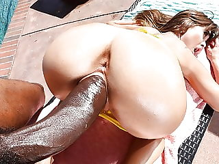 Riley Reid takes on BBC and squirts by the pool
