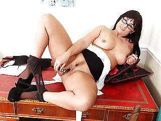Milf Lelani has all the characteristics of a good secretary