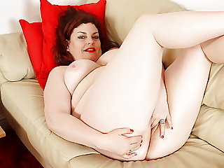 Busty and mature BBW Vintage Fox rubs one out