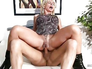 Deepthroat Gag and Anal threesome Sex of two German Matures