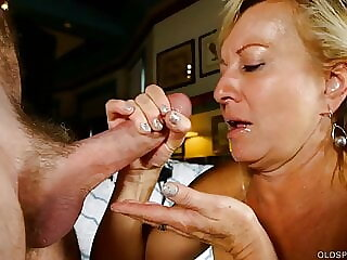 Sexy cougar loves to suck & fuck hard cock for a facial cumshot