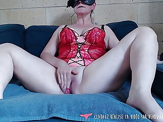 Vends-ta-culotte - French MILF Masturbates in Front of You