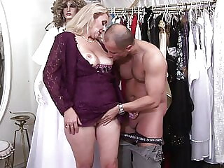 Disco visit ends in crazy fuck with slut babe