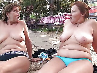 Real mature girlfriends want to get tanned and to cum
