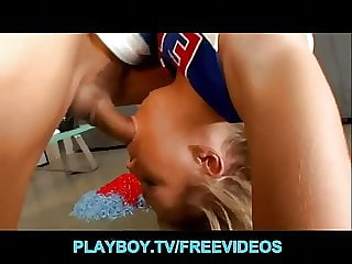 Fit & flexible blonde cheerleader seduces her school coach