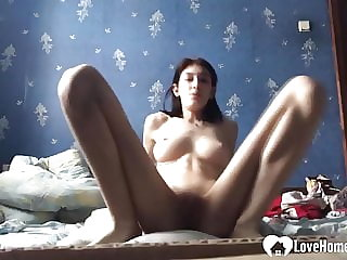 Perfect babe spreads herself wide while fapping