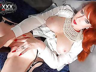 Red XXX recounts her evening while masturbating