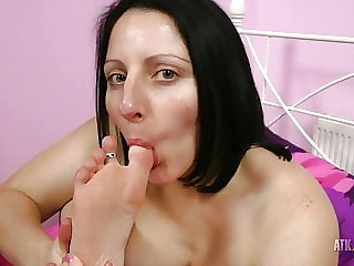 Hot Milf Amber Lustfull sucks her toe!
