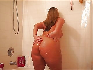 big booty in the bathroom