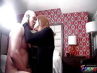Making out with a sexy Crossdresser