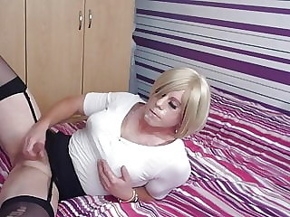 cd holly gives herself a hot facial and a mouthful