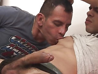 A HOT DADDY FUCK A BEAUTIFUL  GUY