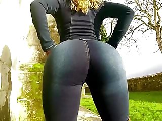 SEXY FITNESS CHICK WITH A PHAT ASS