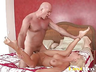 Step Daughter Gets Fucked By Kinky Step-Dad In Shower