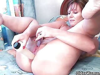 British grannies Joy and Becky love anal play